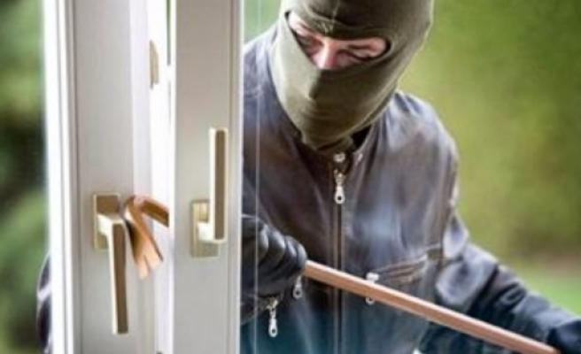 Hırsız ev sahibini kapıda karşılayınca...