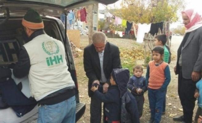 İhh, Suriyeli 100 Çocuğa Kışlık Mont Dağıttı