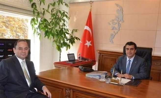 İl Sağlık Müdürü Dr. İsmail Kılıç Vali Orhan Düzgün'ü Ziyaret Etti