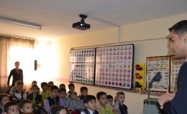 İlkokul Öğrencilerine Trafik Eğitimi Verildi