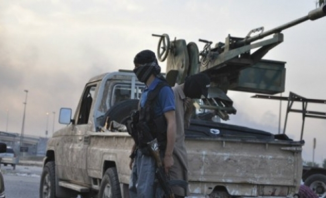 IŞİD iki kenti daha ele geçirdi