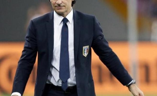 İtalya Prandelli'yi topa tuttu!