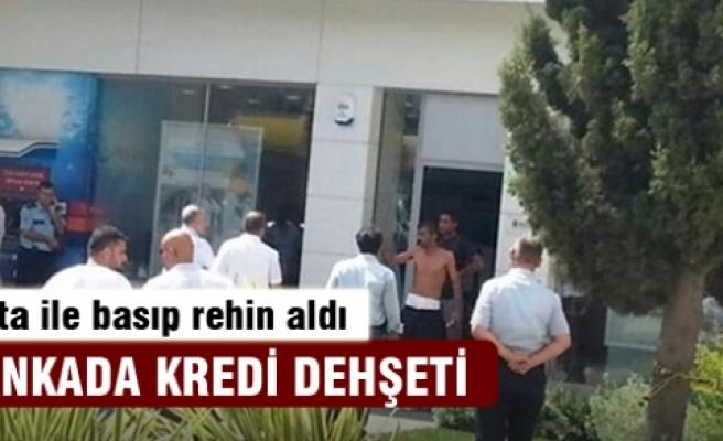 İzmir'de bir bankada baltalı kredi cinneti