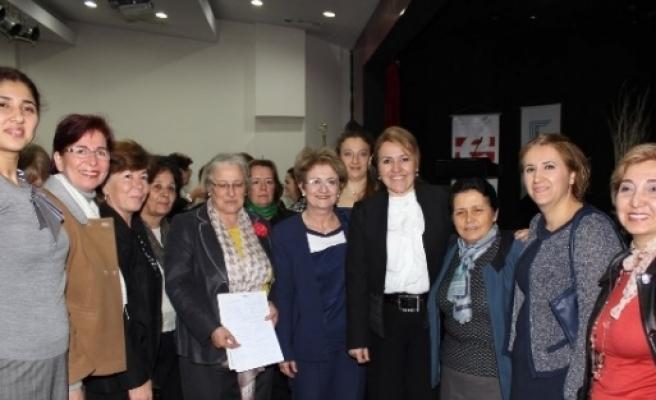 İzmirli Kadınlar, 'kadın-erkek Eşitliği'ni Konuştular