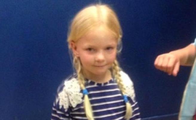 Kafası asansöre sıkışan küçük kız...