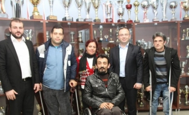 Kağıtspor'dan Engelliler Kulübü'ne Ziyaret