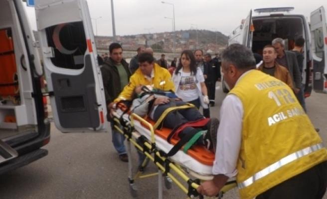 Kazada Savrulan Araç Yayalara Çarpti, 2 Yaralı