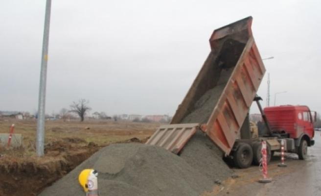 Kırklareli Belediyesi'nin Kanalizasyon Ve Yağmur Suyu Kanalı Döşeme Çalişmalari Devam Ediyor