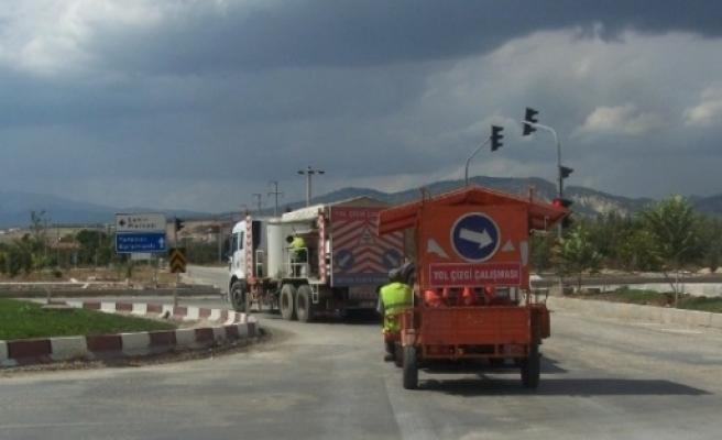 Korkuteli'nde Karayolları Ekiplerinin Yol Çalişmalari Devam Ediyor