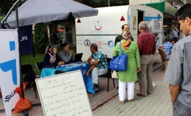 Kütahya Kent Merkezine Stant Açan İş-kur İşçi Arıyor