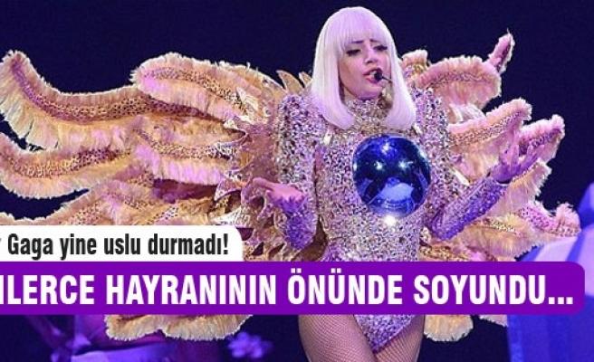 Lady Gaga İTÜ konserinde soyundu