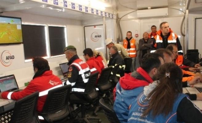 Madende Mahsur Kalan 8 İşçiyi Arama Çalişmalari Sürüyor