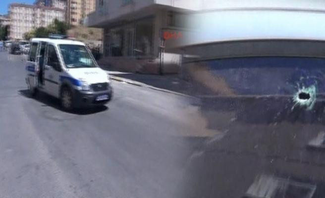 Maltepe'de polis ile şüpheliler arasında çatışma