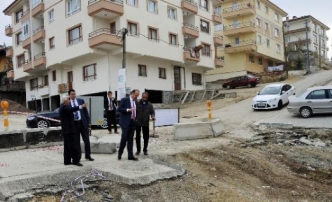 Mamak Belediye Başkanı Akgül Yenilenen Yolu İnceledi