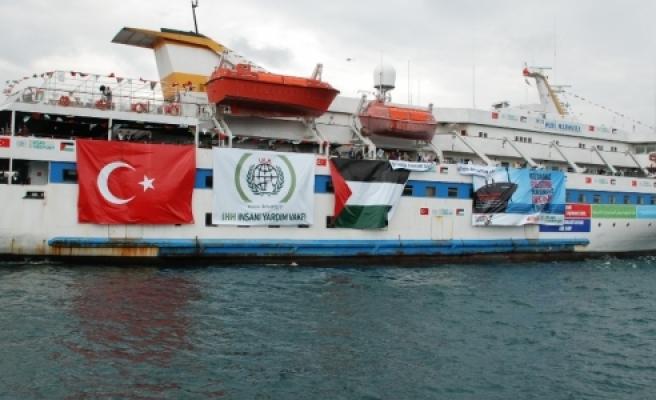 Mavi Marmara'da şehitlerin fotoğrafları asıldı