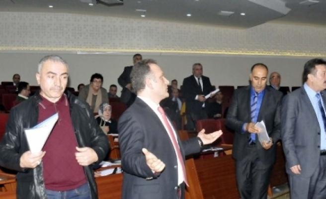 MECLİSTEKİ PLAN NOTU DEĞİŞİKLİĞİ CHP'Yİ BİRBİRİNE DÜŞÜRDÜ