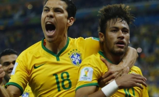 Neymar Ronaldinho'yu yakaladı