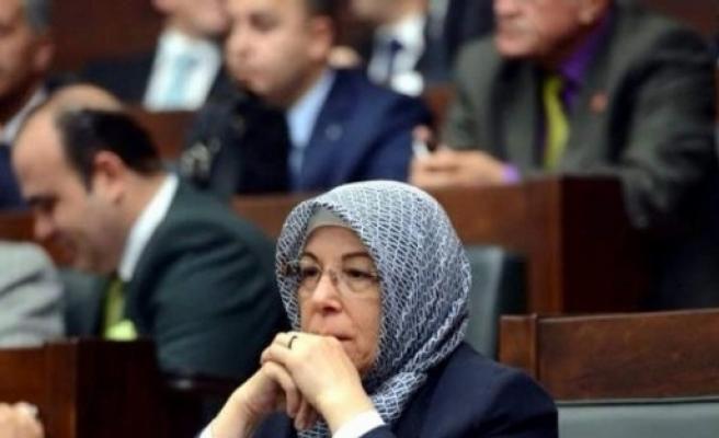 Öyüş, Hac Dönüşü Meclis'e Başörtüsüyle Girdi