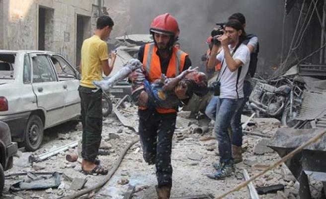 Rus uçakları Halep'te yerleşim yerini bombaladı