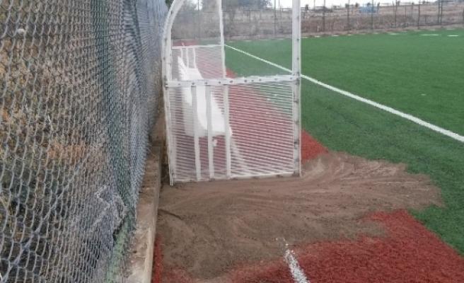 Samsat Stadyumu Çamur Deryasına Dönüyor