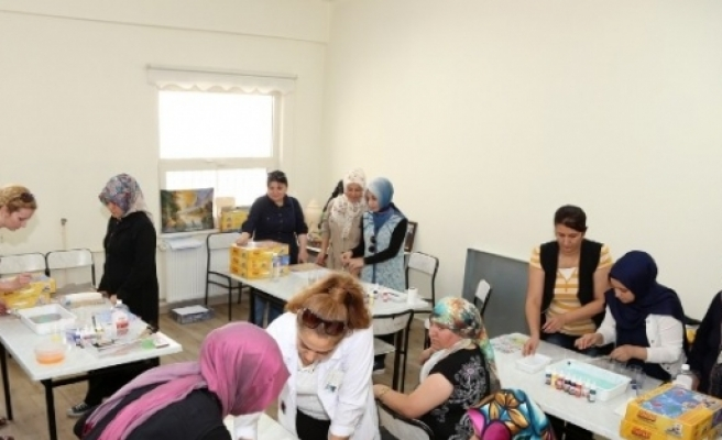 Şehitkamilli Hanımlardan Ebru Sanatı'na Yoğun İlgi