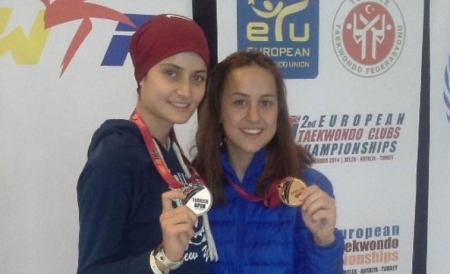 Selçuk'un Milli Sporcularından Altın Ve Gümüş Madalya