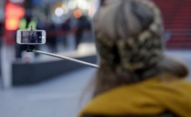 Selfie çubukları yasaklanıyor
