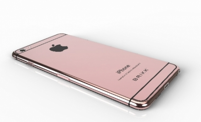 Sevgililere özel pembe iPhone!