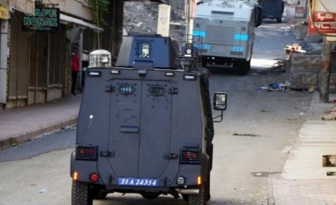 Silvan'da polis merkezine bombalı saldırı