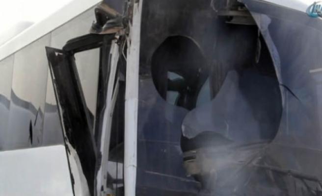 Sınıra giden polisler kaza yaptı