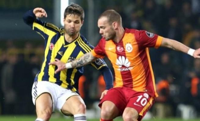 Sneijder, Josef De Souza'yla kapıştı