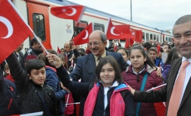 Tekden'in 7. Cumhuriyet Treni Sivas'a Doğru Yola Çikti