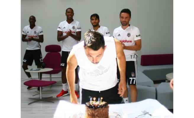 Tolgay Arslan'a doğum günü sürprizi
