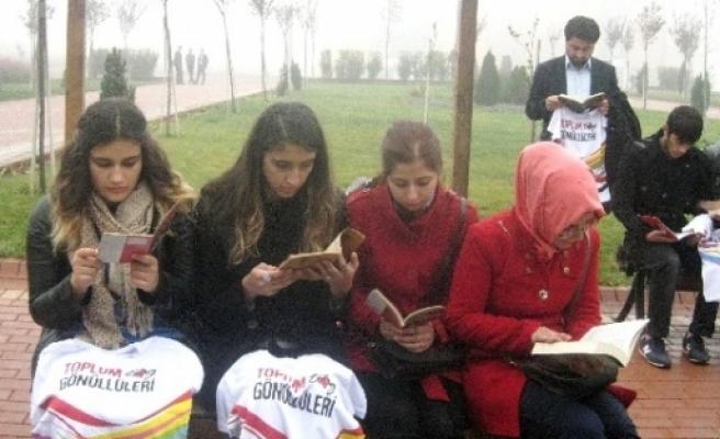 Toplum Gönüllülerinden Kitap Okuma Etkinliği