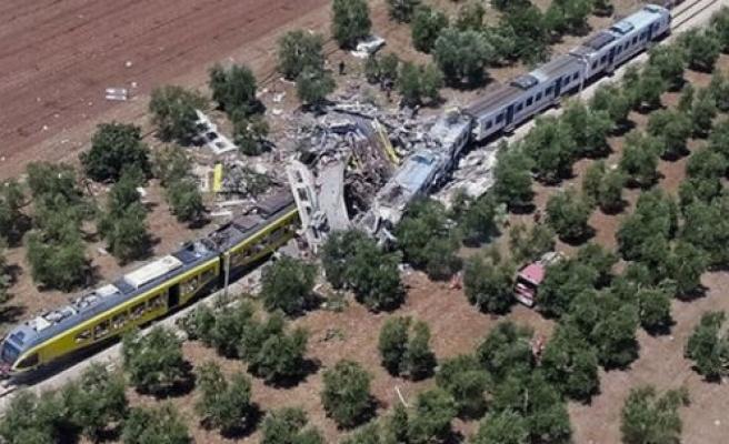 Trenler kafa kafaya çarpıştı: Onlarca ölü!