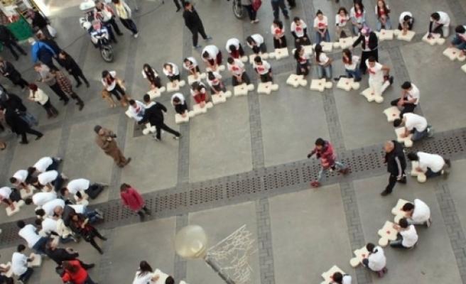 Türkiye'nin İlk 200 Öğrencili Kalp Masajı