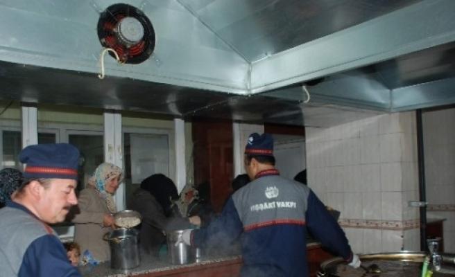 Uşşaki Vakfı Gaziantep Şubesi 400 Aileye Yemek Dağıtıyor
