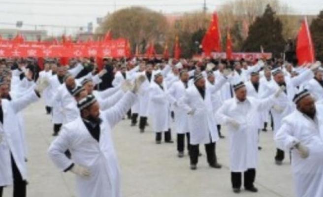 Uygur imamlara 'dans' zulmü