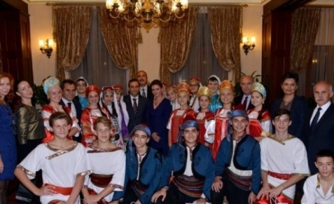 Vali Türker, Cumhurbaşkanı Erdoğan'ı Ziyarete Giden Türk Ve Rus Öğrencileri Ağırladı