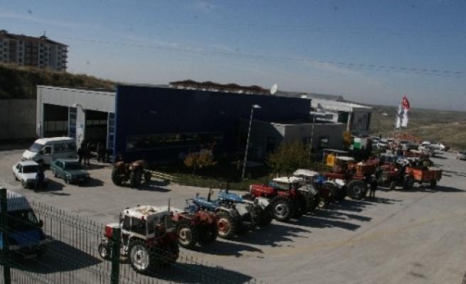Yozgat'ta Aftan Yararlanmak İsteyen Traktör Sürücüleri Araç Muayene İstasyonlarina Koştu