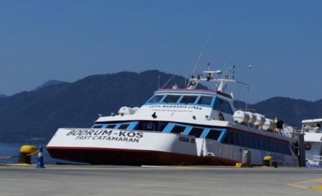 Yunan adalarına feribot seferleri iptal edildi