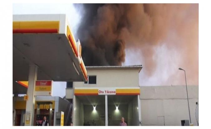 Akaryakıt istasyonu yakınında korkutan yangın!