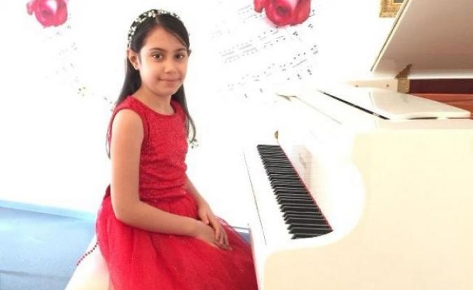 Minik piyanist Bursa'nın gururu oldu