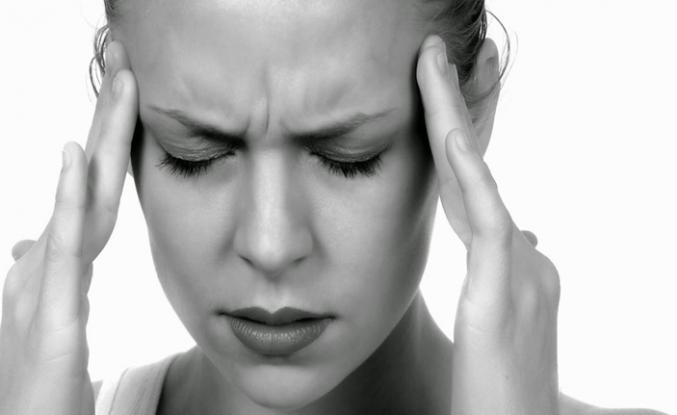 Dişlerinizi fırçalamak ya da makyaj yapmak bile bu ağrıyı tetikleyebilir!