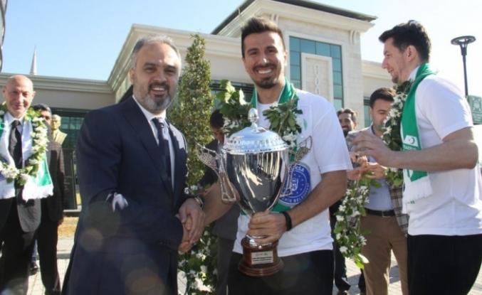 Kupa Bursa'da! Başkan Aktaş kapıda karşıladı