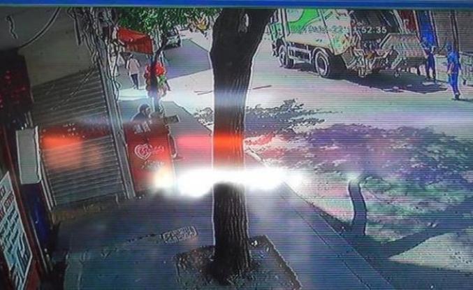 Çöp kamyonu hamile kadına çarptı
