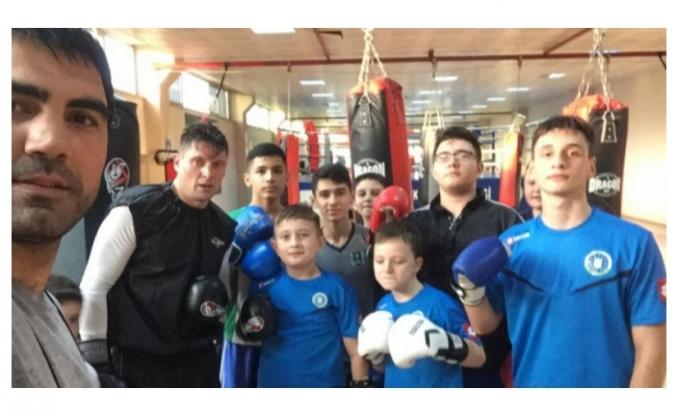 Seleznov boksta hünerlerini sergiledi