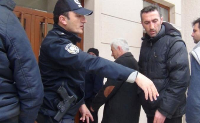 Bursa'da polis mesafe nöbetinde
