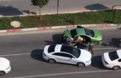 Trafikte tartıştığı kadınlara sopayla saldırdı!