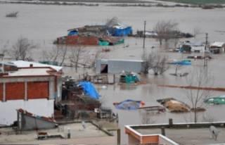 Karacabey zor durumda! Sular altında kaldı